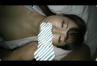 【個人撮影】じっくり休んでる女の子に二人でいたずら---新歓で会った高田馬場の大学の新一年生